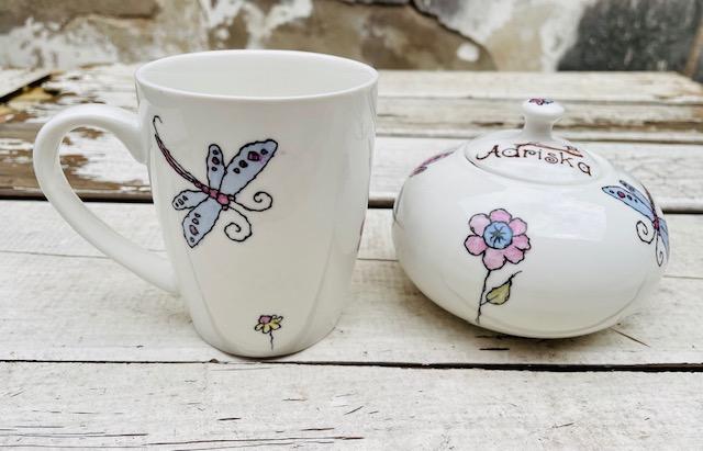 Azucarera y taza pintadas a mano
